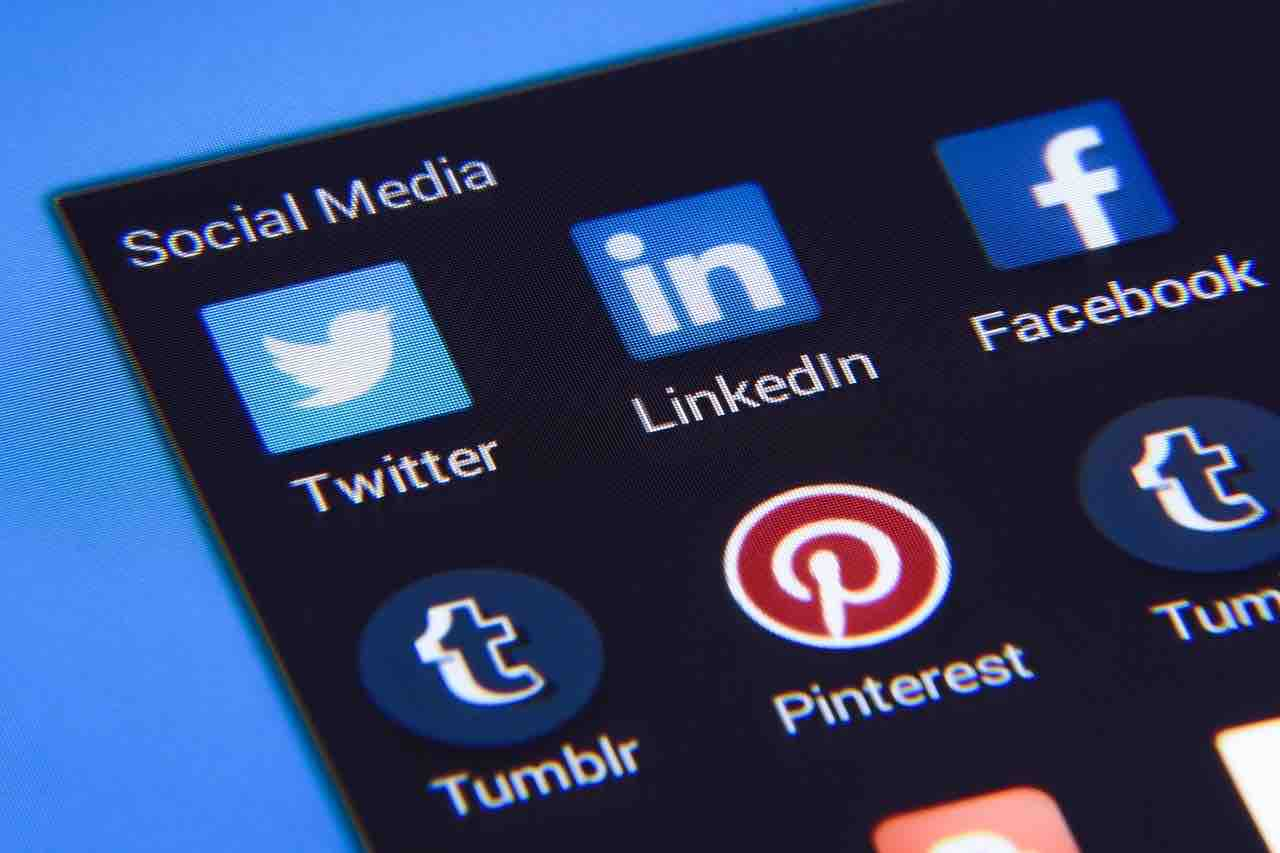 How To Add a Resume To Linkedin Media Maven